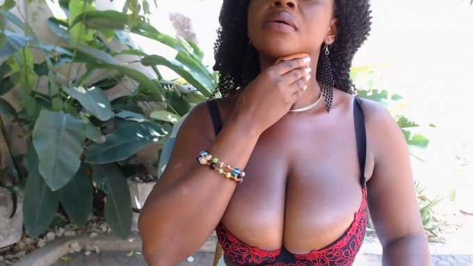 Curvy lady from West-Africa topless