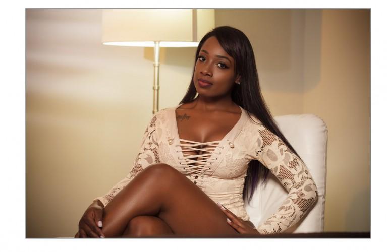 Kiara is a ebony webcam lady with class